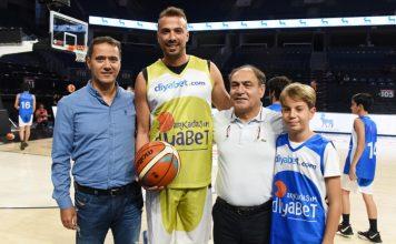 Novo Nordisk Türkiye'nin koşulsuz desteği ile Diyabetli Çocuklar Vakfı (DİYAÇEV) ve Türkiye Basketbol Antrenörleri Derneği (TÜBAD) tarafından sosyal sorumluluk kapsamında gerçekleştirilen gösteri maçıyla, Tip 1 diyabetli çocuk ve gençlerin de herkes gibi spor yaparak yaşamlarında fark yaratabileceklerine dikkat çekildi.