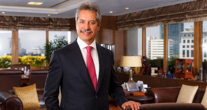 İş adamı ve Çalık Holding Yönetim Kurulu Başkanı Ahmet Çalık, 1981 senesinde ticari yaşamına Ortadoğu Tekstil'i kurarak başladı. Malatya'da GAP Güneydoğu Tekstil'i kurarak Doğu Anadolu'daki ilk yatırımını gerçekleştirdi. Enerji, telekom, finans, inşaat, medya ve tekstil alanlarında faaliyet gösteren grup şirketlerini 1997 yılında Çalık Holding'i kurarak tek çatı altında birleştirdi. Haber detayları Patron Haber'de.