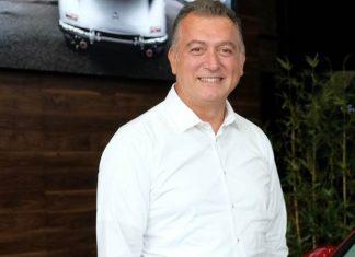 """Mercedes-Benz Türk Otomobil Grubu İcra Kurulu Üyesi Şükrü Bekdikhan ise """"Mercedes-Benz Türk olarak, Mercedes-Benz Fashion Week Istanbul'un ilk sezonundan bu yana sektörün yaratıcı isimlerine kesintisiz destek vermekten ötürü mutlu ve gururluyuz. Bugüne dek sırasıyla Türk modasının başarılı tasarımcıları Özlem Kaya, Zeynep Tosun, Gül Ağış (Lug Von Siga), Hande Çokrak (Maid in Love), Gülçin Çengel, Mehtap Elaidi, Bahar Korçan, Deniz ve Begüm Berdan (DB Berdan), Başak Cankes (Bashaques') Şansım Adalı'yı (Sudi Etuz), Brand Who ve Özgür Masur'u destekledik. Bu sezon da genç ve yetenekli tasarımcı Kadir Kılıç'ı desteklemekten ve koleksiyonunu sunmaktan ötürü heyecanlıyız, yurt dışında ismini çok yakında daha fazla duyacağımızdan emin olduğumuz tasarımcıyı destekleyerek bu yolda yanında yürümek bizim için de çok değerli."""" sözleriyle bu işbirliğinin Mercedes-Benz Türk için önemini vurguladı. Haber detayları Patron Haber'de."""